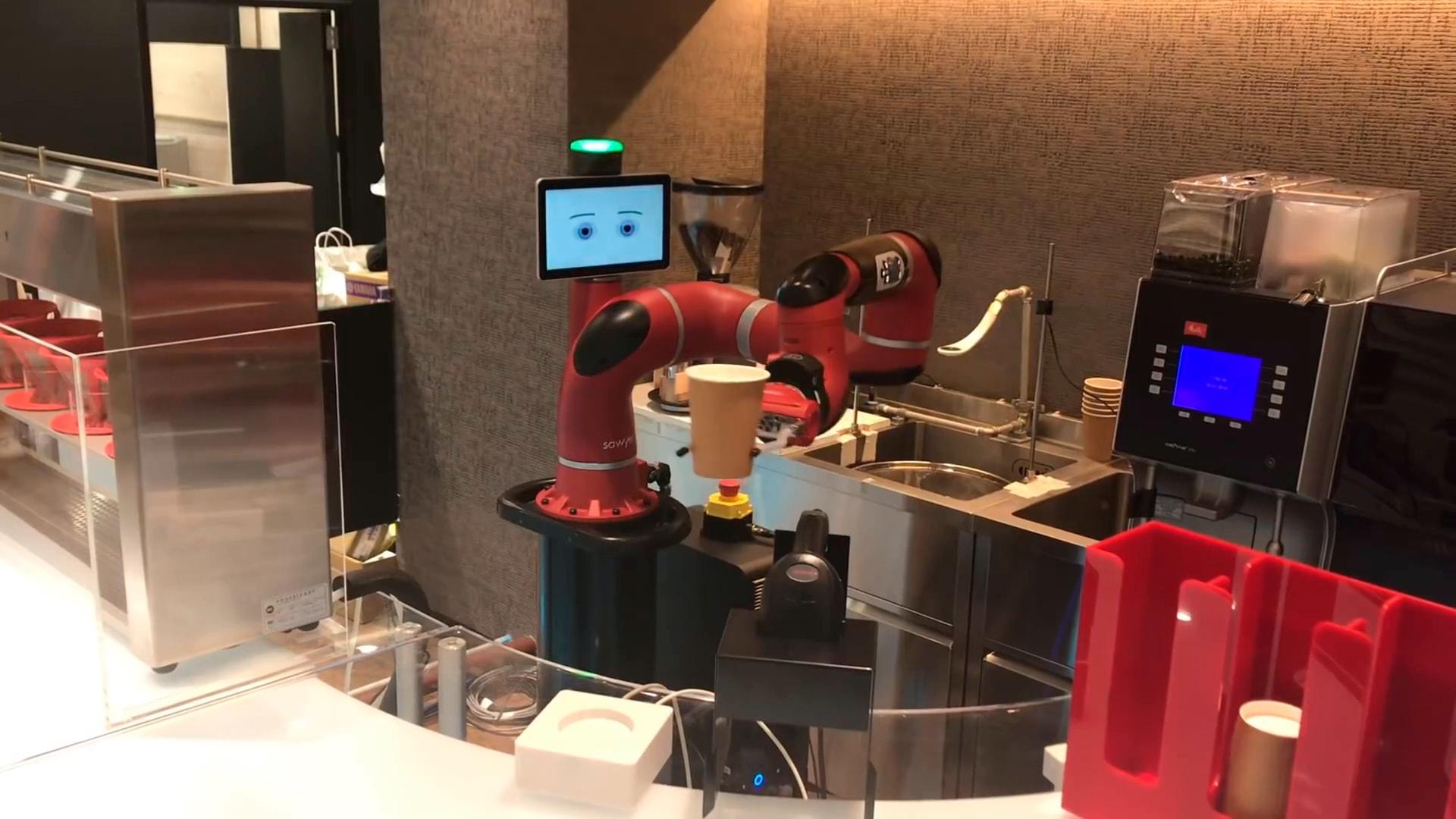 В Токио открылось первое кафе, в котором баристой работает робот