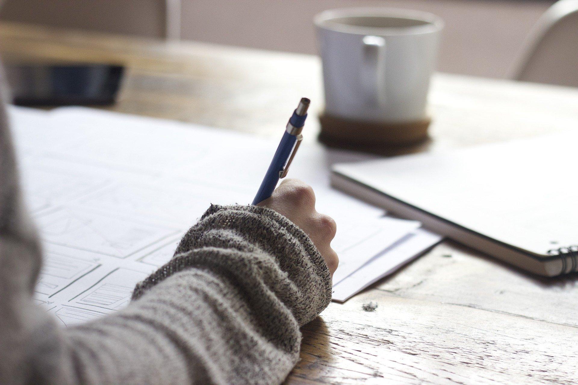 Японские ученые выяснили, что рукописные записи запоминаются лучше, чем сделанные на смартфоне или компьютере