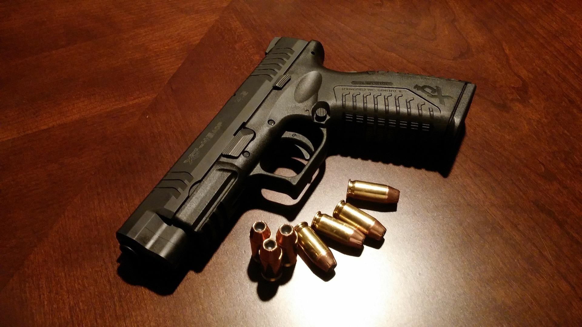 В Японии в туалете круглосуточного магазина нашли заряженный пистолет