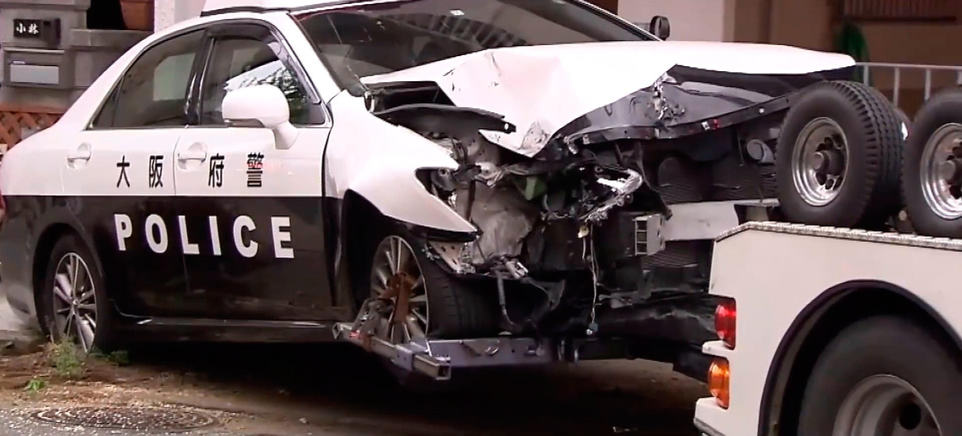 Житель Осаки угнал полицейскую машину с полицейским внутри