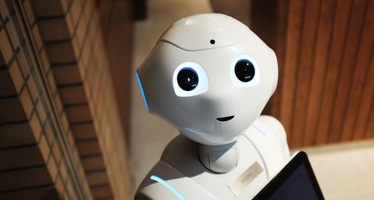 В Японии запущен пилотный проект по внедрению роботов-помощников в дома престарелых