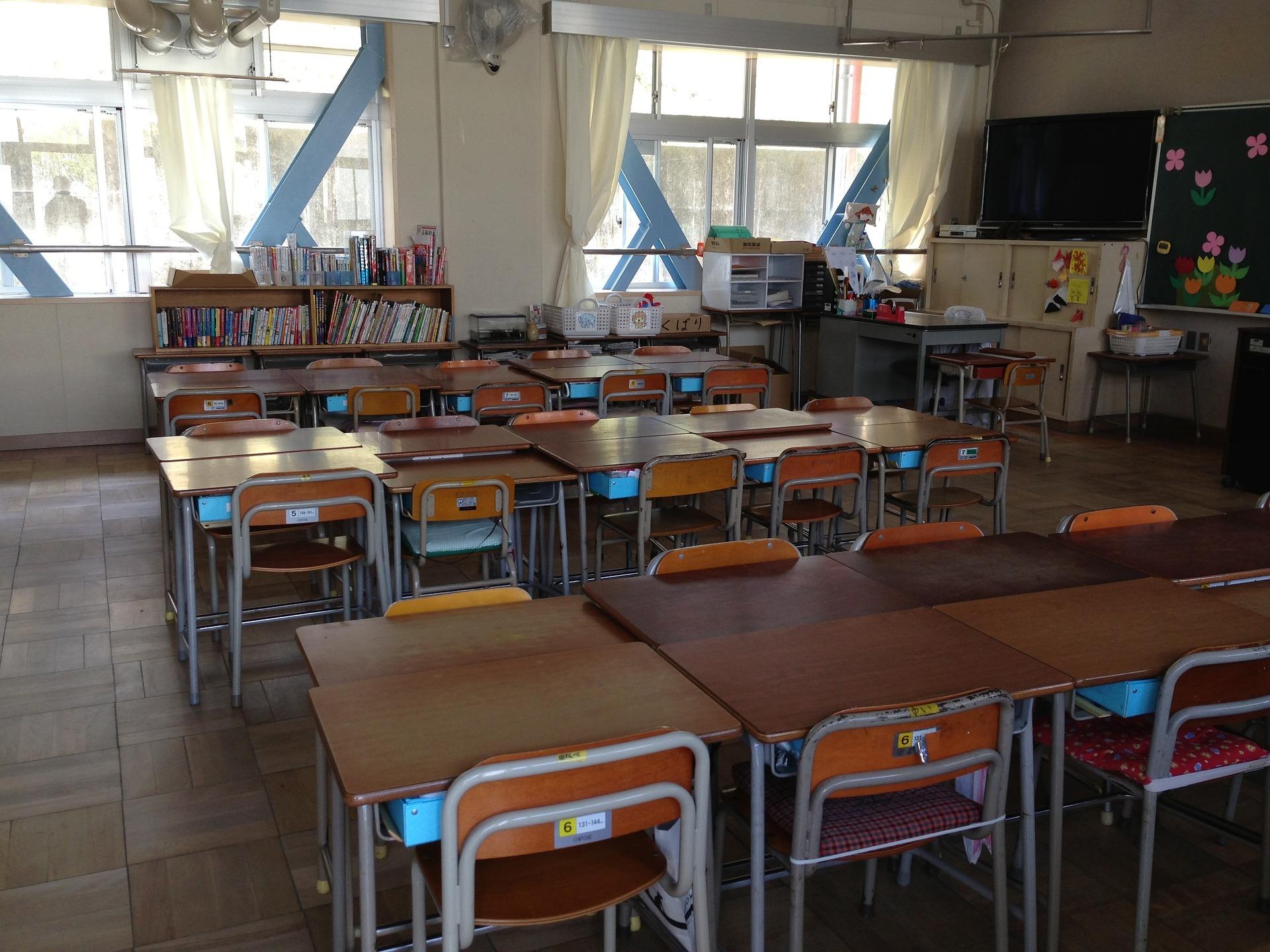 На территории школы в городе Осака для обеспечения безопасности детей было решено установить полицейскую будку