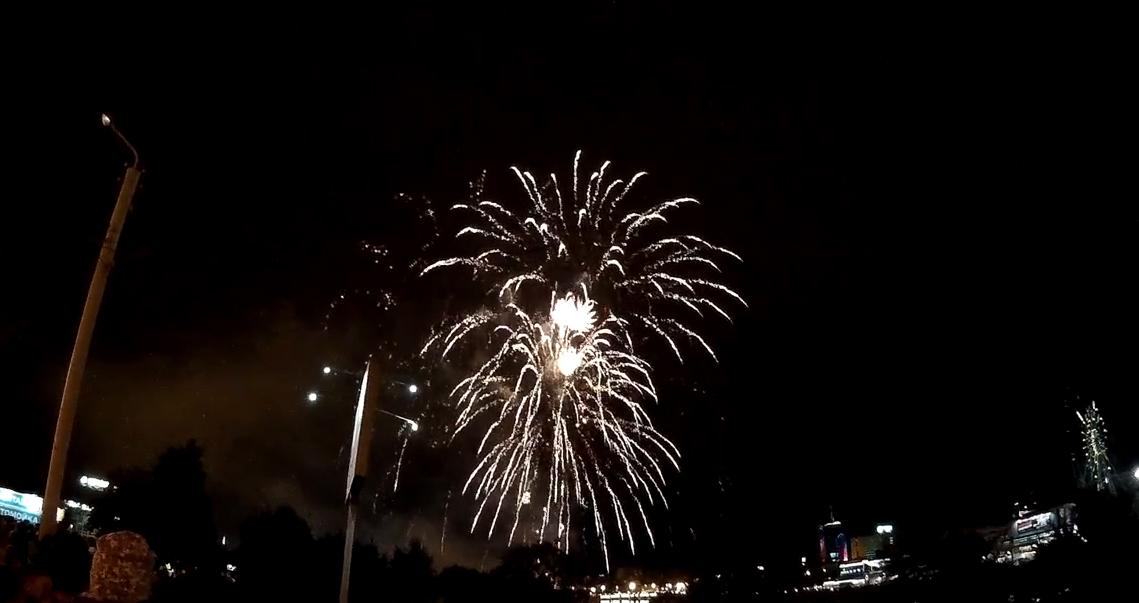 По всей Японии прошли секретные фестивали фейерверков, чтобы поднять настроение людям во время кризиса вызванного коронавирусом