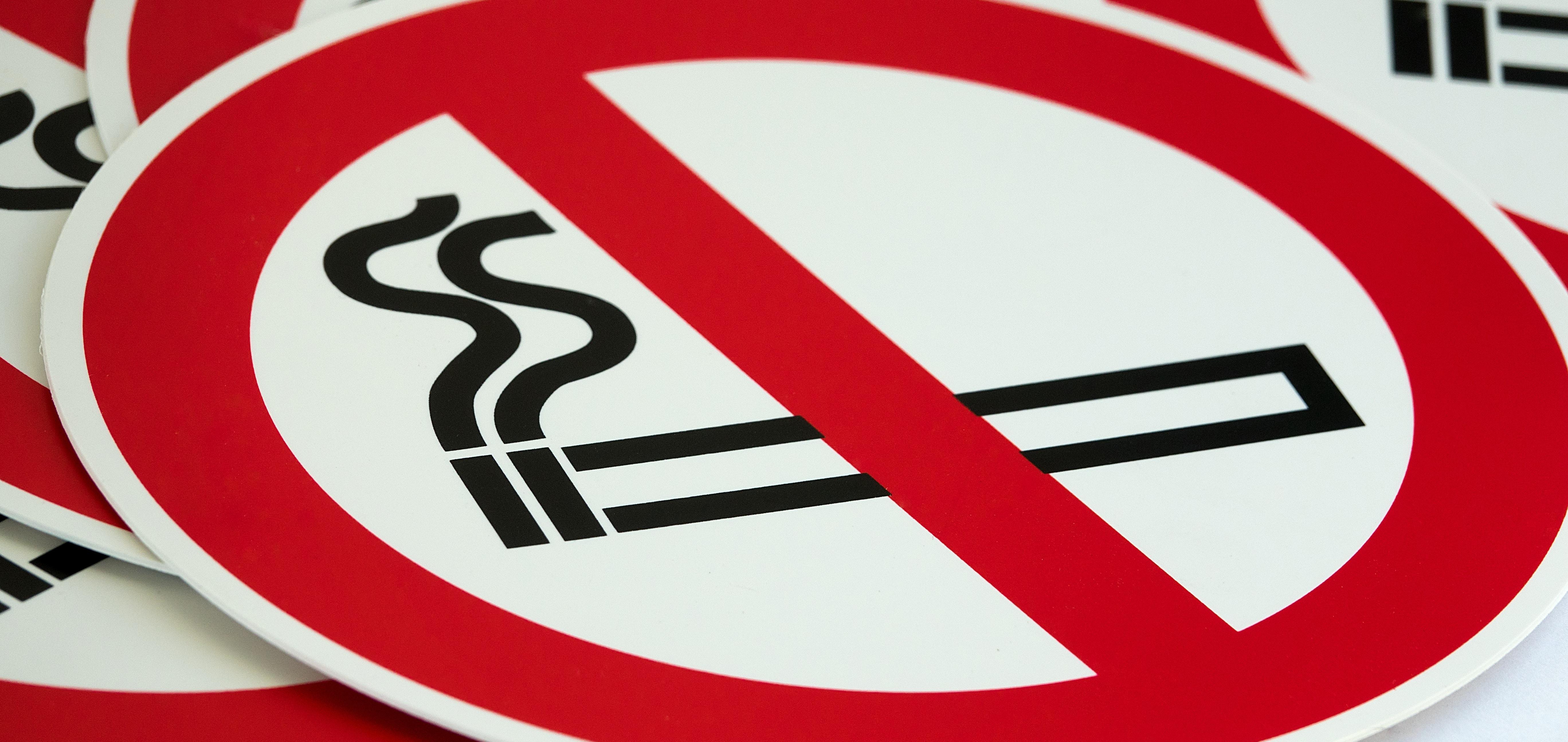 В Японии принят закон ограничивающий курение
