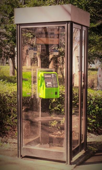 Японское правительство хочет избавиться от стационарных платных телефонов