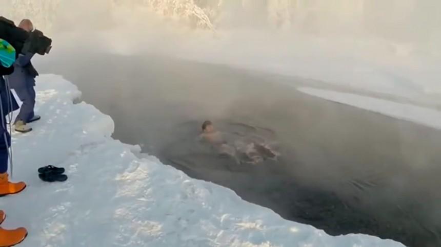 Смелый японский турист окунулся в холодную Якутскую реку при минус 60