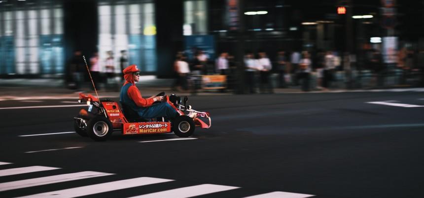 Власти обратили внимание на гоняющих по дорогам Токио в костюмах Mario туристов