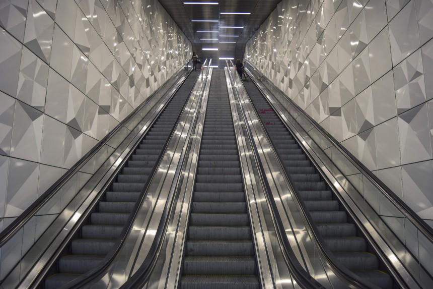 В Сайтаме официально запрещено ходить по эскалаторам