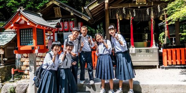 В Японских школах ученицам запрещено носить колготки